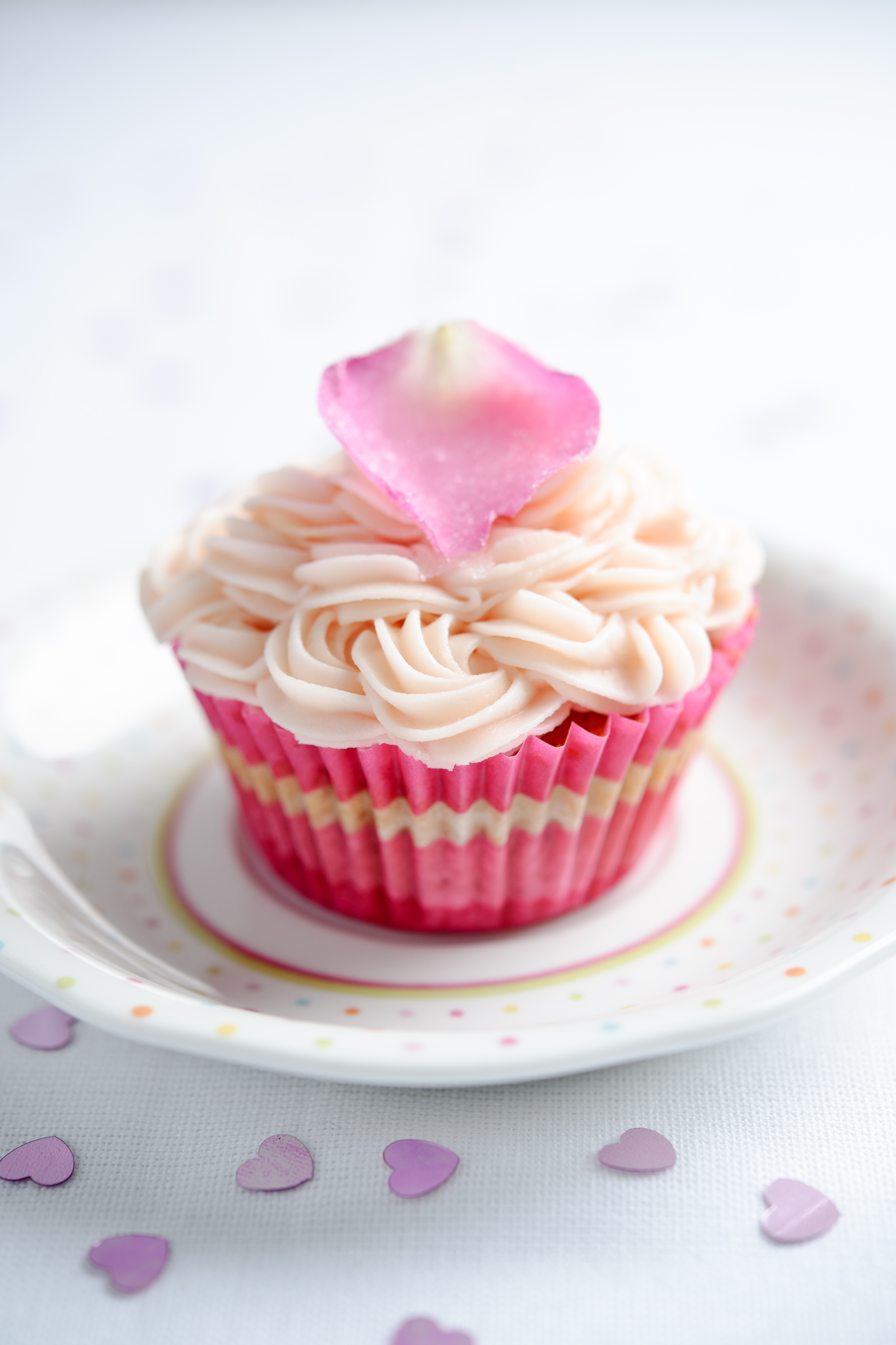 Cake With Icing Pictures : Beetroot and vanilla cup cakes with rose butter icing ...